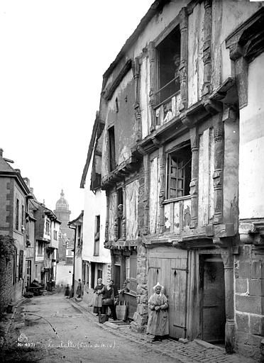 Seraphin-Mederic Mieusement, Maisons à Lamballe, rue du Four. (ca. 1892).