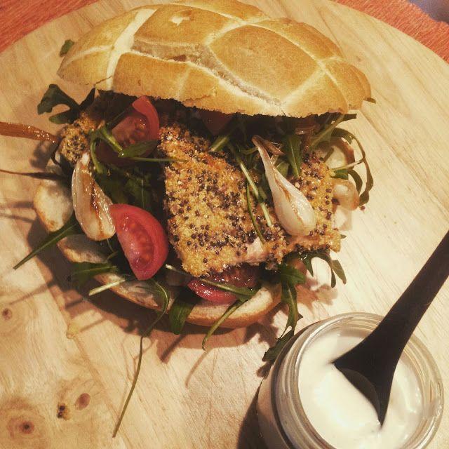 attimidicucina: Tartaruga con salmone croccante alla senape,cipollotti caramellati,rucola pomodorini e maionese vegetale