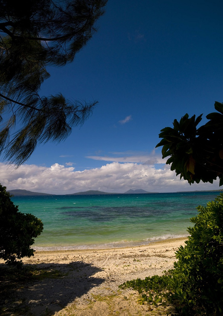 A paradise on earth : Vanuatu islands !   Efate island, Vanuatu  Vanuatu, former New Hebrides.  These islands are threatened by rising sea waters, so get there while you can - OR - leave the people to their paradise for the little bit of time they have left.