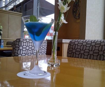 Fairmont Waterfront's Canuck-tini! Looks like a great game-night drink! Or anytime drink for a true fan!!