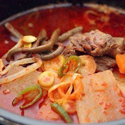 こんにちは! 鋳物焼肉3136です(o^^o) . 今日のランチに 具だくさんのユッケジャンスープセットは、いかがですか? . 野菜もたっぷり、スープにませでクッパにすると、美味しさ倍増です(o^^o) . .  #六本木 #完全個室 #鋳物焼肉 #表参道 #姉妹店 #韓国料理 #サムギョプサル #個室ランチ #肉フェス #同伴 #個室焼肉 #隠れ家 #マッコリ #大江戸線 #新大久保 #チーズダッカルビ #韓国 #韓国旅行 #肉  #ユッケジャンスープ #石焼ビビンパ #サーロイン #イチボ #ランチ