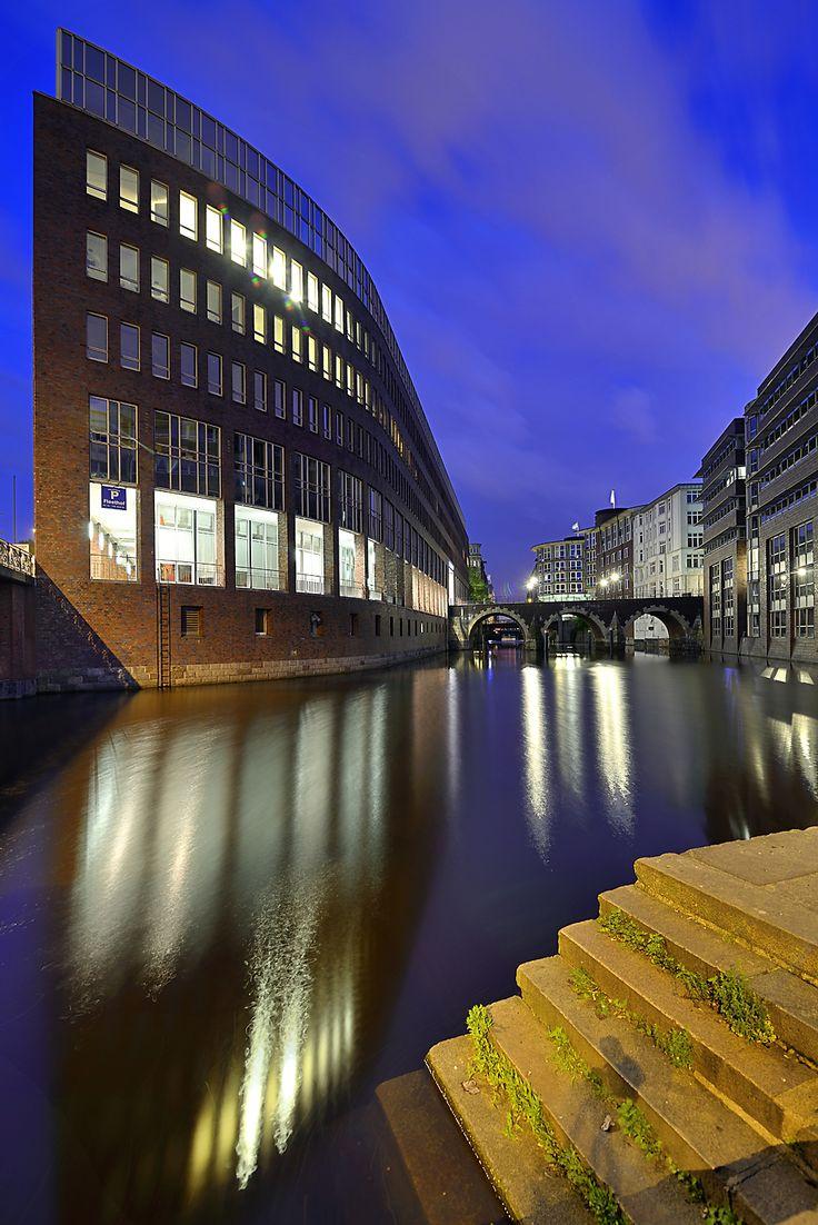 Hamburg-Stadtansichten: http://www.bilderwerk-hamburg.de/category/hamburg-motive/hamburg-stadtansichten/