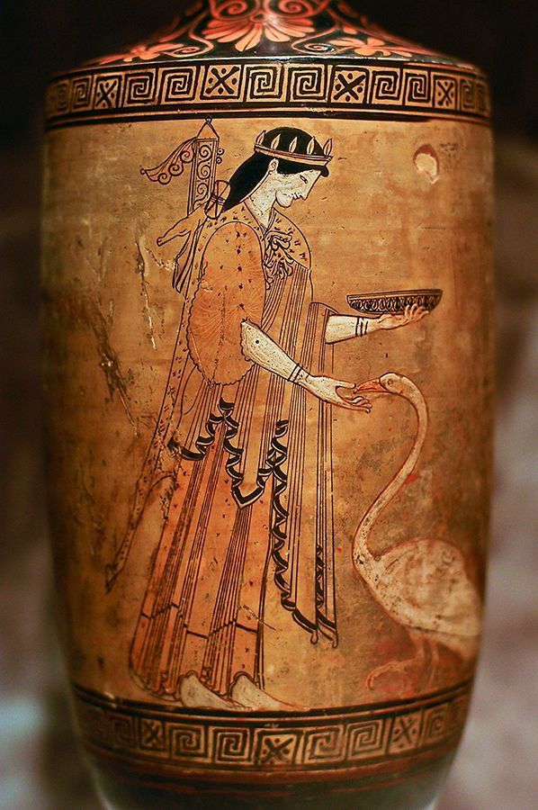 ***Artemisa, lekythos figuras rojas V a.C., Museo Estatal del Hermitage.Artemis da de comer a un cisne, representada con una piel de animal sobre sus hombros y sosteniendo en su mano una copal tipo kylix.