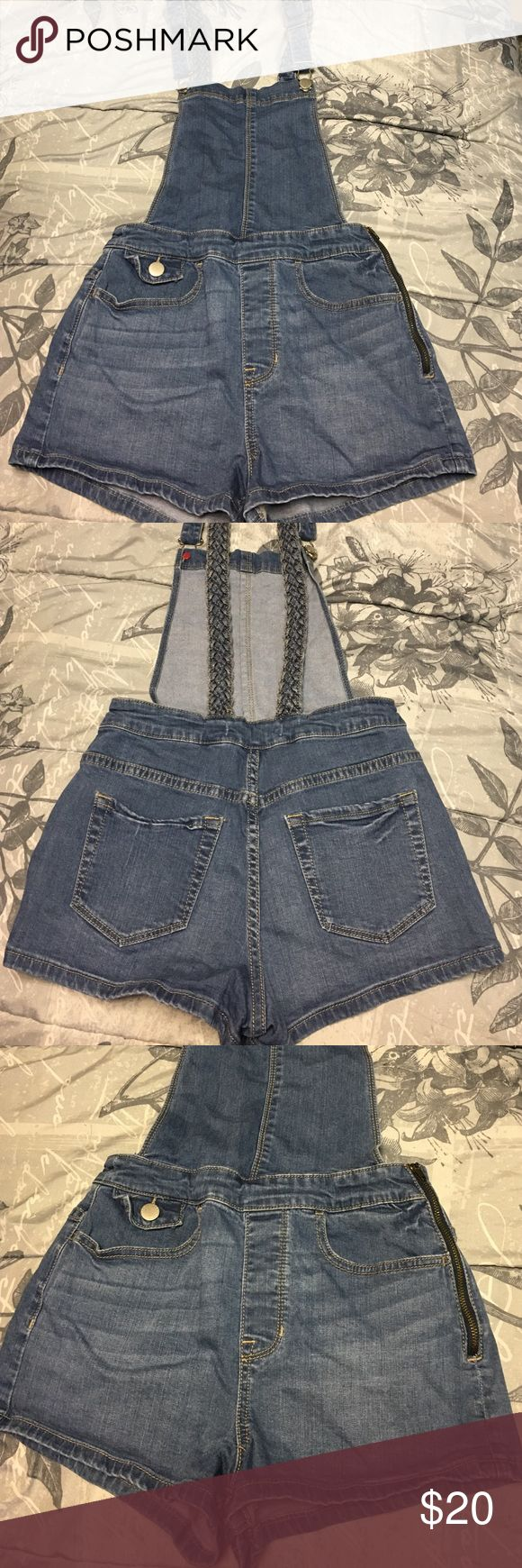 Super cute jean overalls Blue jean overalls from PacSun! These are super cute and I absolutely love them but unfortunately they are too small for me! Only worn twice💙 Accepting offers 💙 Smoke free home! Comes with a free gift💕💕 PacSun Jeans Overalls