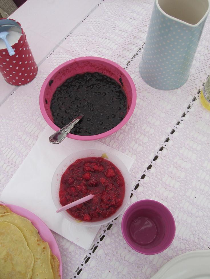 Selvplukket bringebær og blåbær
