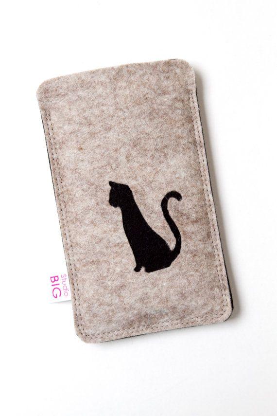 iPhone 4 telefoon hoesje in zandkleur met zwarte kat door StudioBIG, €17.50