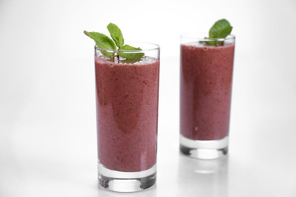 the chew | Recipe | Daphne Oz's Super Green Smoothie 1/2 cup frozen Cherries 1 tablespoon Chia Seeds 1/2 cup Baby Spinach 1/4 cup fresh Mint Leaves 1 Banana (peeled cut into 2 inch pieces and frozen) 1/2 cup Cranberry Juice 1/2 cup Water (plus more if needed)
