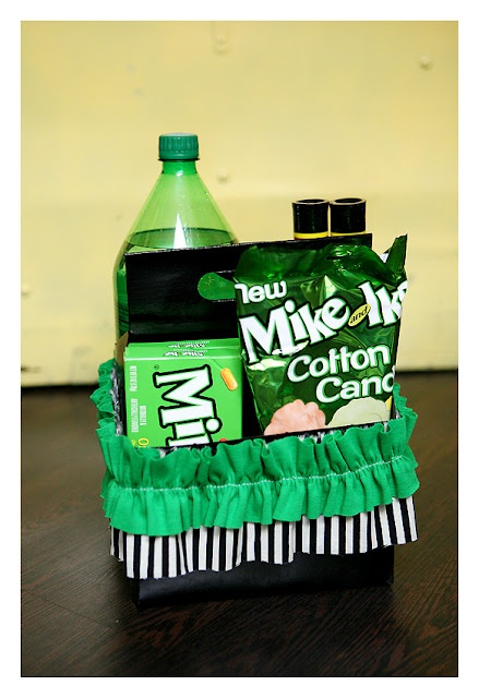 neighbor gift for st. Patrick's day (I would change a few items. originally for Halloween): Green Goblin, Gifts Baskets, Gifts Ideas, Goblin Neighbor, New Neighbor, Halloween Gifts, Fun Ideas, St. Patrick'S, Neighbor Gifts
