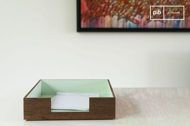 Deze brievenbak voegt een vintage touch toe  hal en de zeegroene kleur geeft het een Scandinavische look