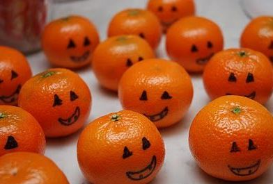 drawing pumpkin faces on clementines- fun! {shared on fb and twitter} | Autumn | Herbst | Pinterest | Halloween, Halloween party and Halloween kids