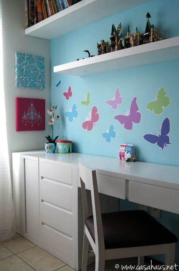 French inspired tween girl's bedroom in aqua and pink / Casa Haus
