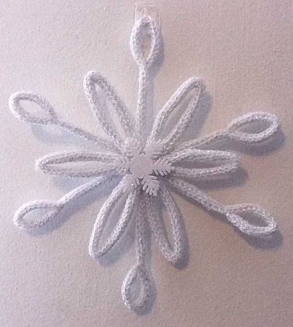 spool knitted snowflake over pipe cleaners idea from KnitAway on Knitting Paradise Forum