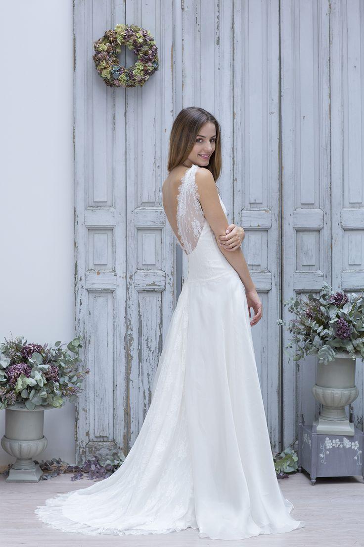 Robe de Mariée : Marie Laporte 2014. Cette année encore, Marie Laporte nous éblouit de ses créations douces et délicates. Pour 2014, ses robes de mariée...
