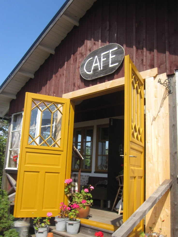 A love little cafe in Järsö. Delicious strawberry pie!""