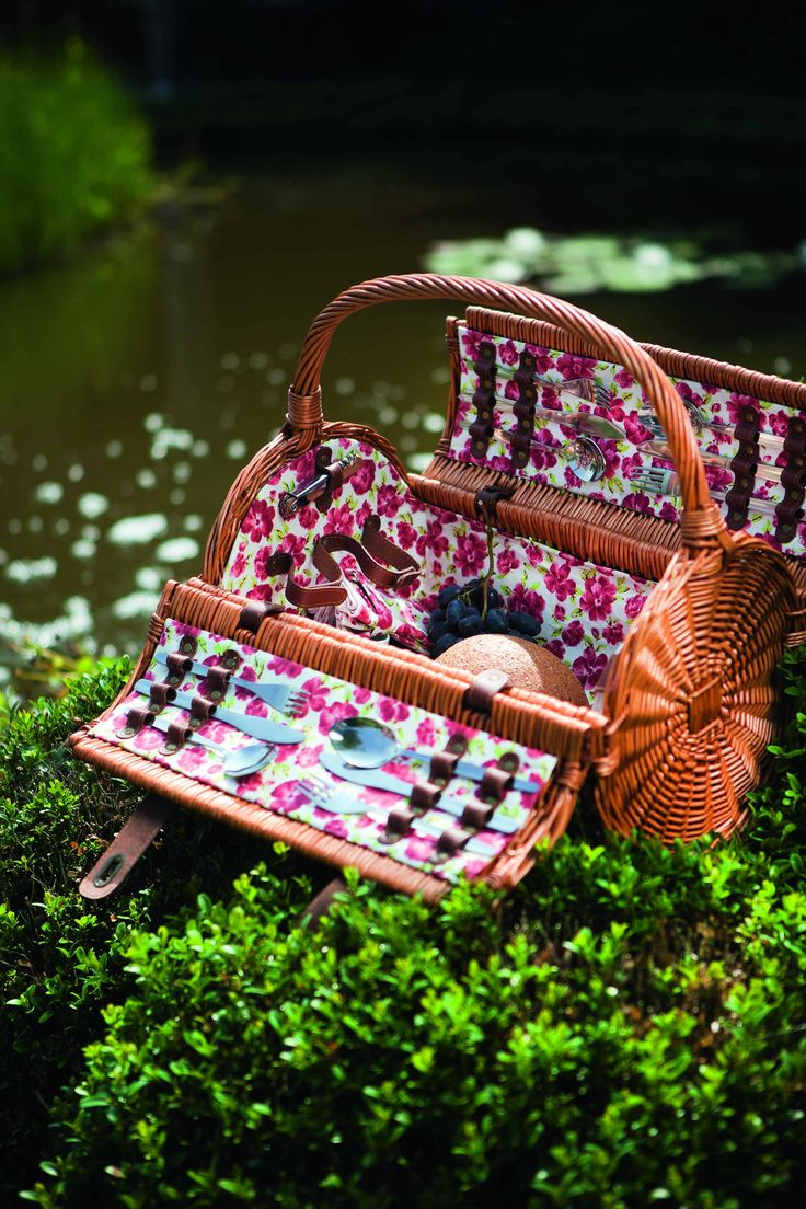 Romantische picknick? Bekijk nu de Laura Ashley picknickmanden!