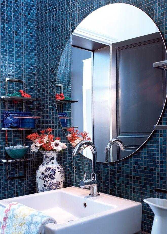 Une salle de bain bleue harmonieuse
