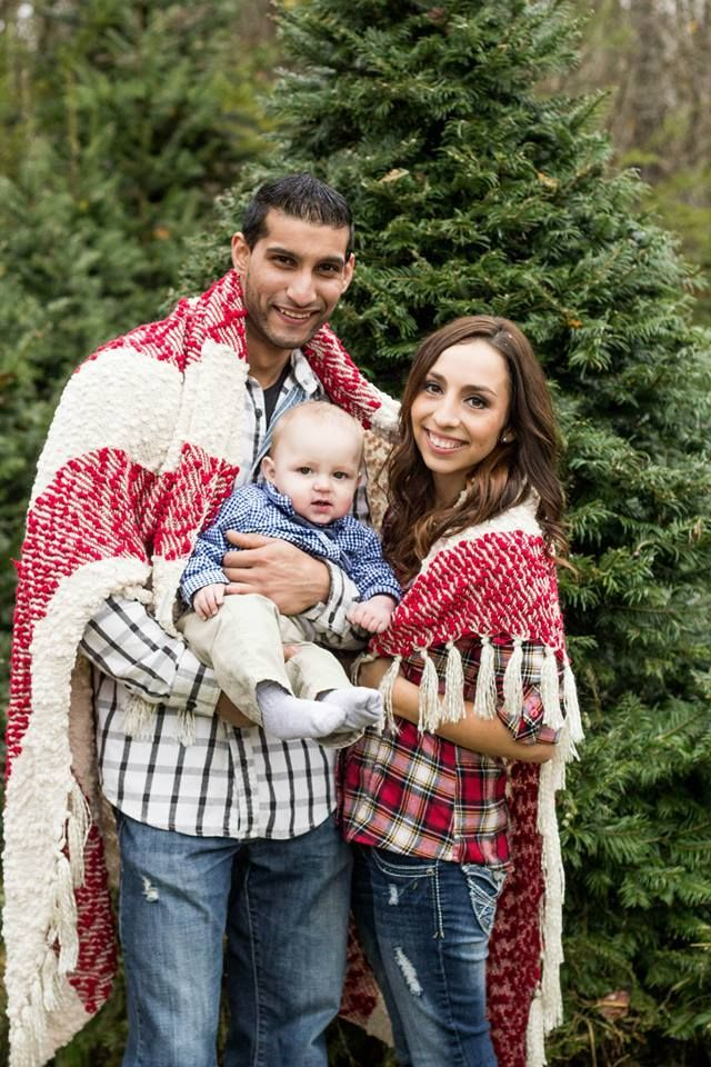 2013 Family Christmas Pictures... I like the blanket around them idea!