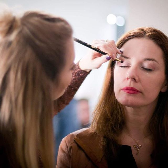 Eine tolle Erinnerung an unser Beautyevent im Frühjahr 😍🙋🏼 Stylingtipps für jeden und erste Vorstellung unserer Pinsel 👏🏼 Mehr Infos folgen .. #beautyevent#beautyparty#products#shooting#photo#photooftheday#beauty#makeup#style#blogger#studio#salzburg#austria#styling#instabeauty#instastyle#makeuptutorial#makeupartist#instamakeup#beautyblogger#instablogger#enjoy#daily#look#fantastique
