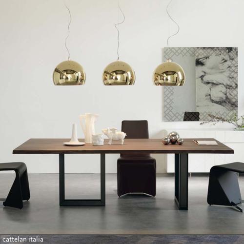 Ob als Arbeitstisch, auf dem man sich ausbreiten kann oder als festlich dekorierte Tafel - der Nussbaumtisch Sigma von cattelan italia lässt sich vielseitig einsetzen.…