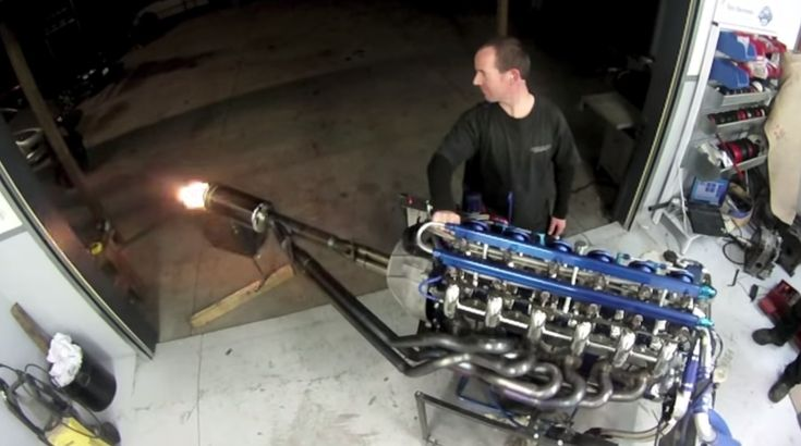 What's better than two rotors? Four! And what's better than four rotors? SIX! DON'T MISS: Mad Mike Details His 1,200-HP 4-Rotor Miata Engine Build: Video That's about all there is to this video of a beastly race-built six-rotor Wankel engine running on a stand. It was built...