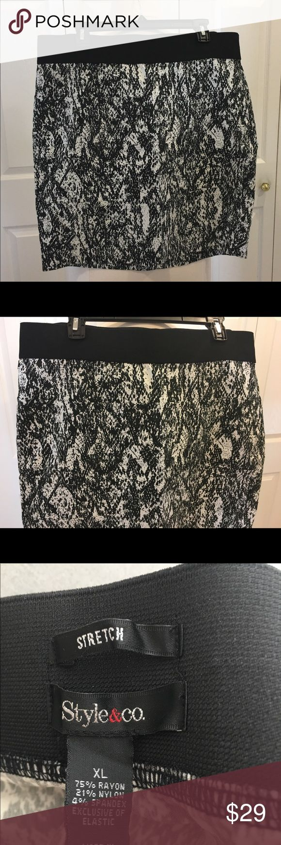 Style & Co. Stretch Skirt in Black & White Print Beautiful stretch skirt by Style & Co. Straight, pencil style  Stretched waist, could fit 0X also  Above the knee  Black & White print  From a pet-free and smoke-free environment Style & Co Skirts