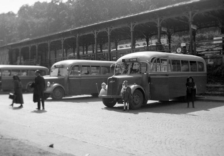 Magyarország, Budapest II., Hűvösvölgyi autóbusz és villamos végállomás. címke: buszmegálló, német gyártmány, Opel-márka, Opel Blitz, évszám: 1939