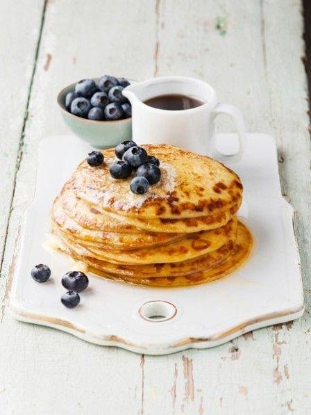 Zwei Zutaten - mehr braucht es nicht um diese leckeren Paleo Pancakes zu backen. Das Beste: Sie sind arm an Kohlenhydraten und gut für die Figur.