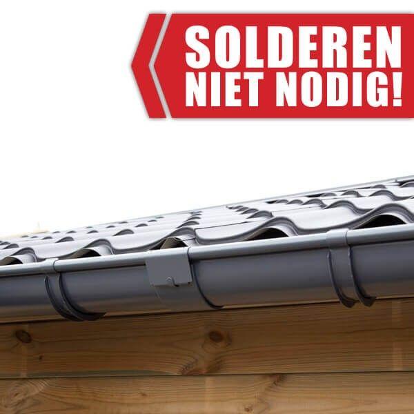 De zinken 'klem' gootverbinders verbinden de dakgoot delen met elkaar. Solderen is niet nodig!