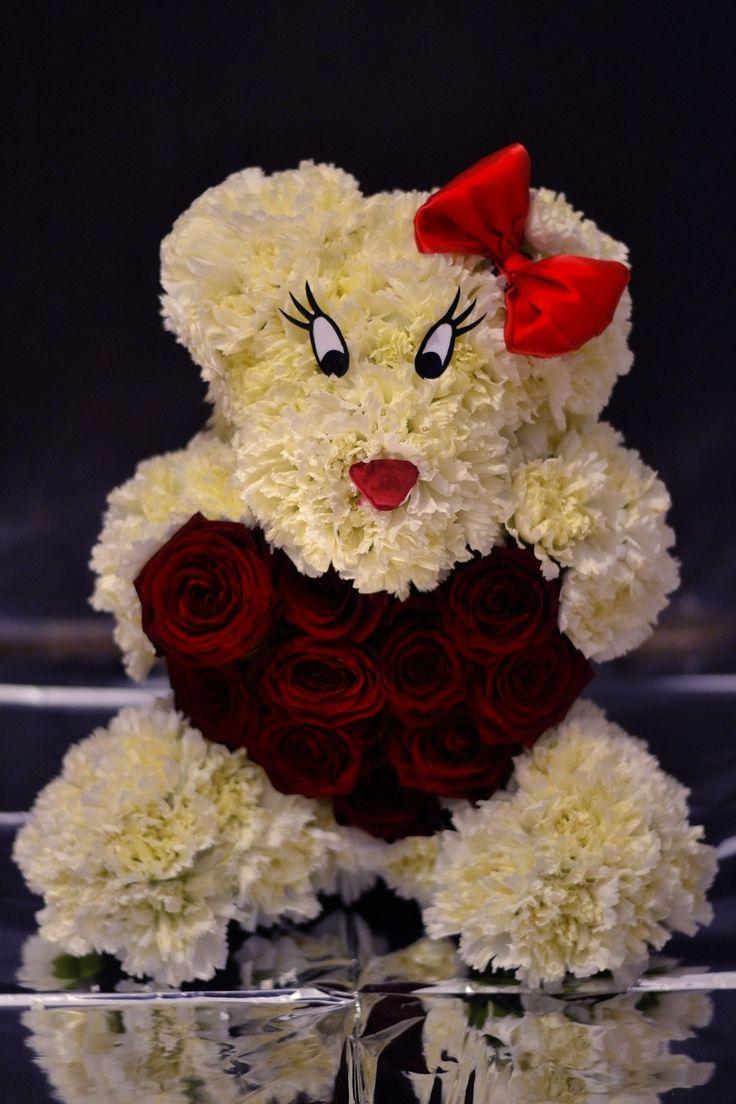 Inloved flower bear www.aranjamentedevis.ro/galerie-foto/figurine-din-flori/