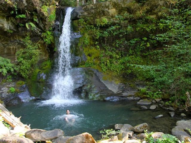 Forty-mile Rogue River Trail dotted with snakes, bears, history and beautiful swimming holes