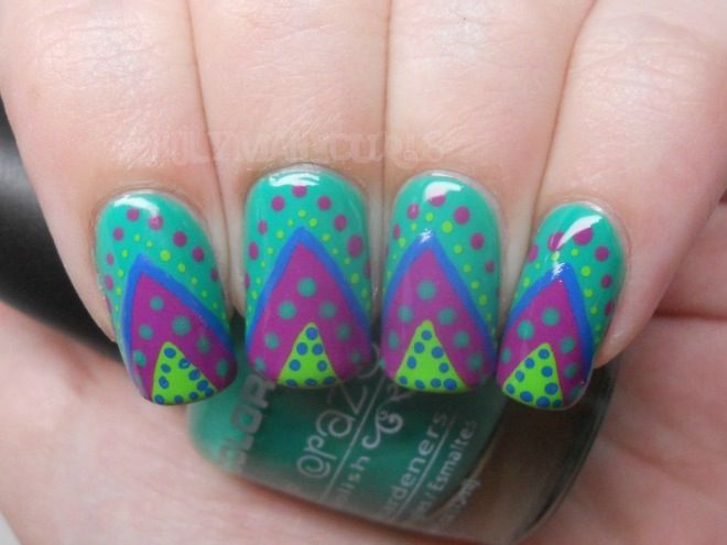 Dotted Triangle Nails.