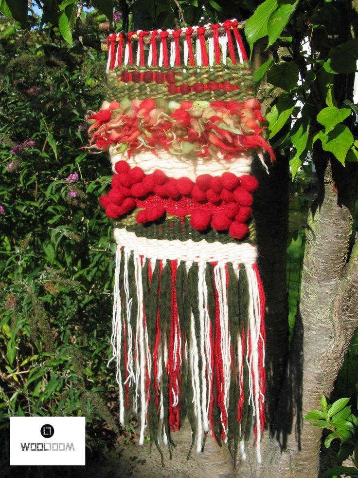 Christmas - Navidad - Hand woven wall hanging // weaving // telar decorativo made by WooL LooM