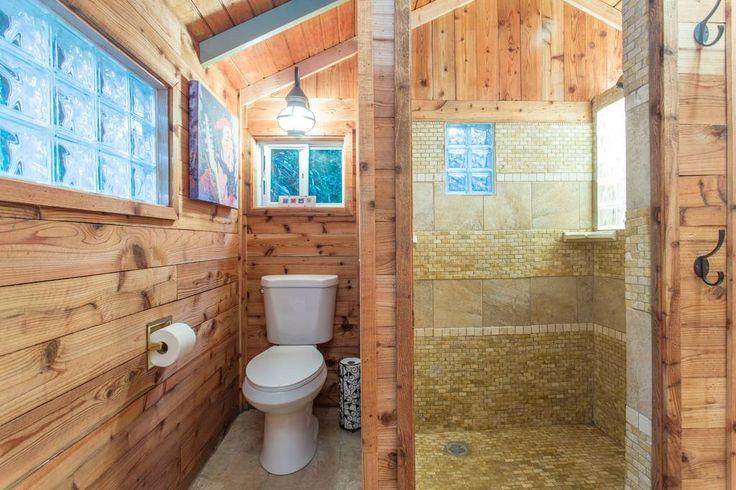 7.ห้องอาบน้ำใช้หินธรรมชาติและกระเบื้องในการเรียงซ้อนกันทำให้ดูแปลกตาดีครับ