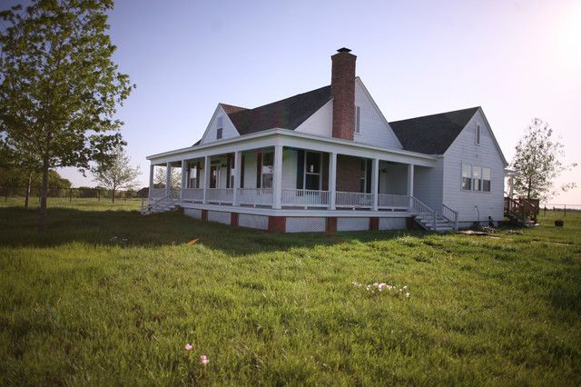 Rockin' Farmhouse w/ Wrap-Around Porch in Texas! (6 HQ Pictures)   Metal Building Homes