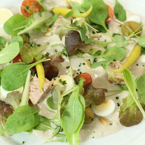 Ensalada de crema de sardinas y Atún Claro Campos, una sabrosa receta de Robin Food y Martin Berasategui.