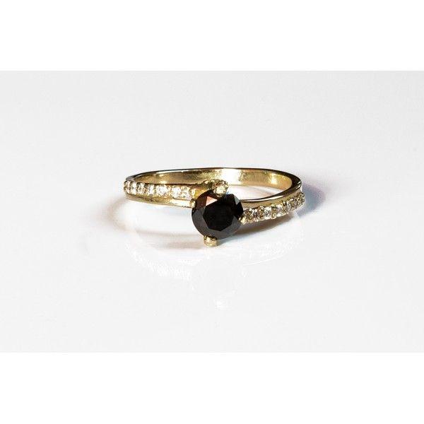 złoty pierścionek z czarnym brylantem 0,50 ct.