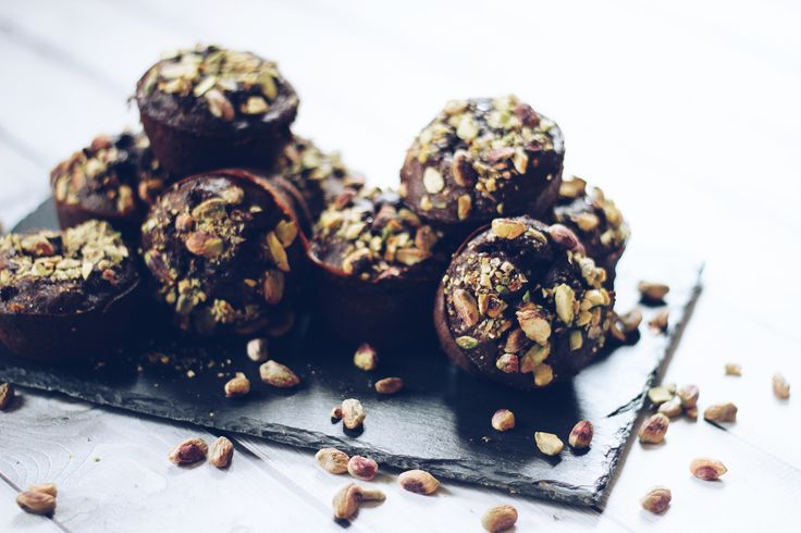Gezonde double chocolate courgette muffins met pistachenootjes - Powered by @ultimaterecipe