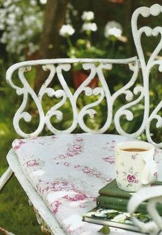 Reading while having some coffee in the garden… (source: pinterest.com)