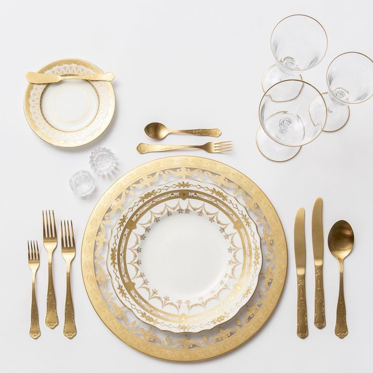 All gold everything! Our 24k Gold Glass Chargers + NEW Crown Gold Collection Vintage China + Chateau Flatware + Gold Rimmed Stemware (it's here!!!) + Antique Crystal Salt Cellars #cdpdesignpresentation #crowngoldcollection
