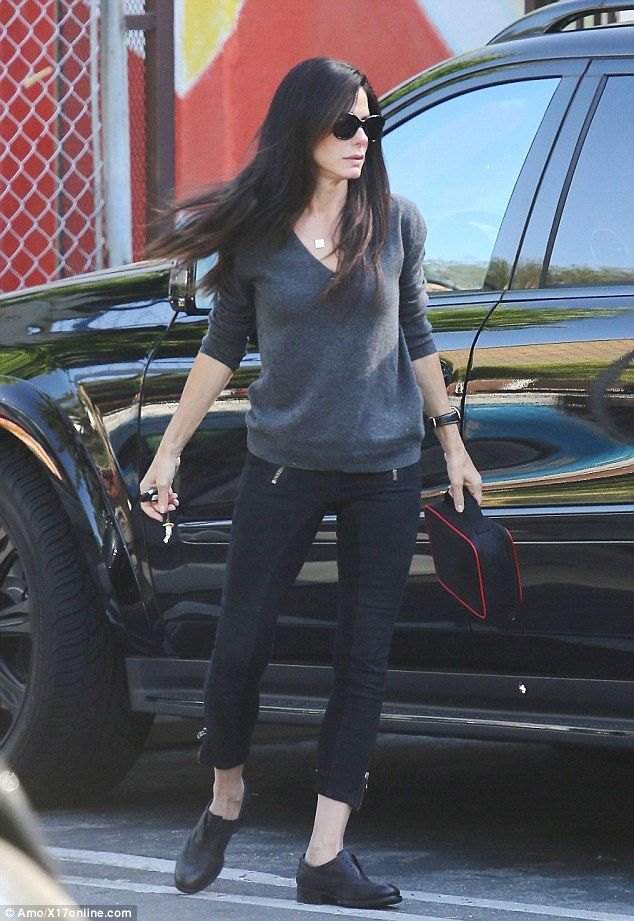 Effortlessly chic: The displayed her long, lean legs in a pair of super skinny  black cropped pants, paired with matching slip-on shoes and a V-neck grey  ...