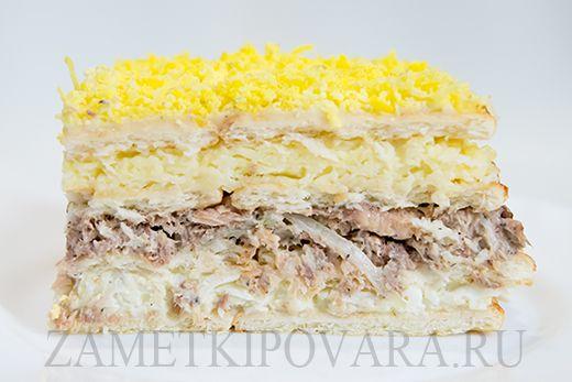 Закусочный торт из крекеров с консервированной рыбой