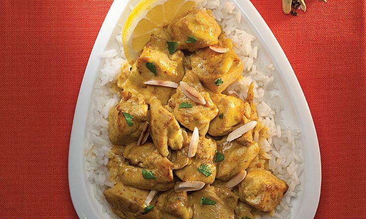 Ce poulet traditionnel indien parfumé est excellent quand on l'accompagne du pain Chapati ou encore quand on le sert sur du riz basmati.