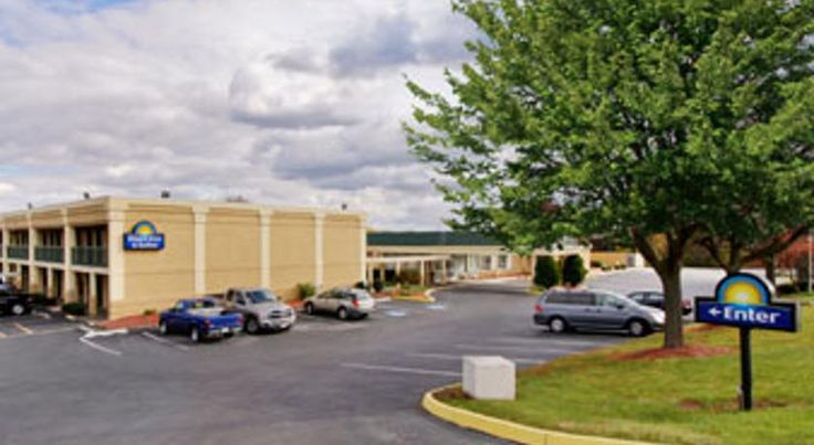 Days Inn & Suites York York Strand Performing Arts Center is less than 2 miles from the York, Pennsylvania hotel. It features an outdoor pool, gym, business center and rooms with free Wi-Fi.  Cable TV is available in every room at the Days Inn & Suites York.