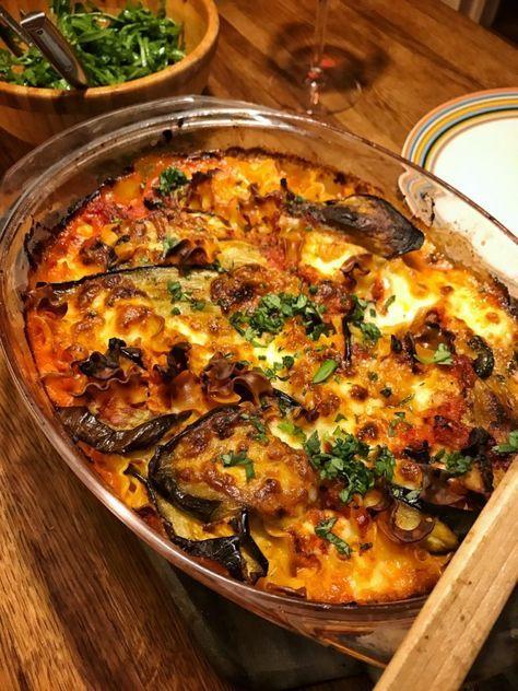 Auberginegratäng med mozzarella, ruccola och tomatsås   Jävligt gott - vegetarisk mat och vegetariska recept för alla, lagad enkelt och jävligt gott.