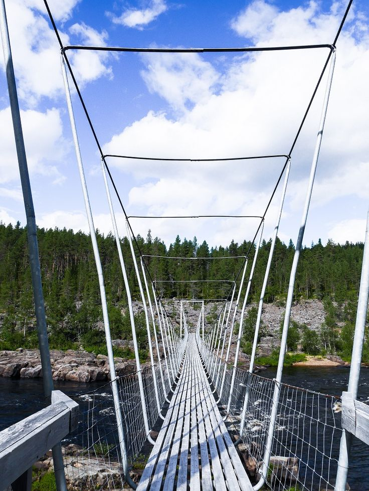 A bridge over a river in Inari, Finland | Lapland | Saariselkä | nature | travel