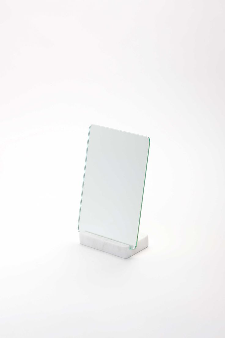 Marbelous Mirror is a minimalist design created by Spain-based designer Aparentment. (2)