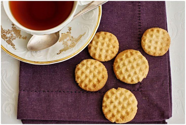 Křehké mandlovo-skořicové sušenky
