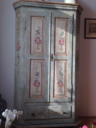 Venetian style cabinet