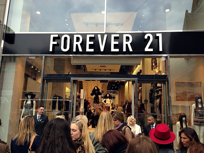 Virtueel kijkje bij Forever21 in Amsterdam - Fashion - Inspiration - Streetstyle - Newest - Musthaves - Trendy - Trending - Hot right now - Blogger - Celeb Inspired - Summer - Spring - 2014 - Collection - Spot & Shop - Pre Opening - Amsterdam - Holland - NL