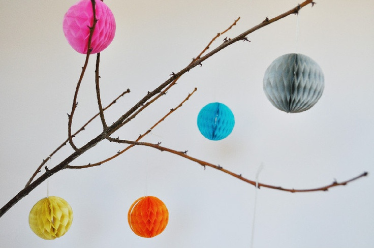 6 Palline colorate di carta a nido d'ape / 6 Colorful Honeycomb paper balls.